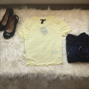 FOREVER 21 -2 BLUSA Crot TOP SIZE M 1 WHITE AND